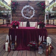 New party table cloth ideas Navy And Burgundy Wedding, Maroon Wedding, Wedding Centerpieces, Wedding Bouquets, Wedding Decorations, Wedding Flowers, Sweetheart Table Backdrop, Bride Groom Table, Head Table Wedding