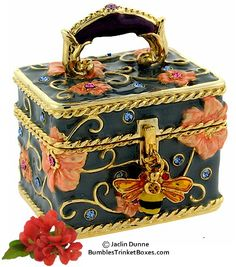 Trinket Box: Blue Bee Box |Pinned from PinTo for iPad|