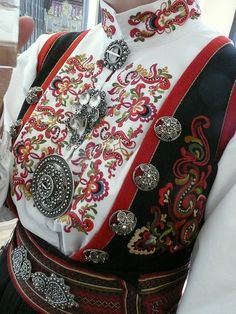 TheTelemark bunad from grandmothers home in Skien, Telemark Norway Scandinavian Folk Art, Scandinavian Countries, Oslo, Norwegian Clothing, Trondheim, Folk Clothing, Folk Fashion, Ethnic Fashion, Folk Embroidery
