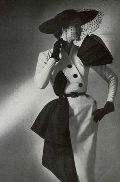 Жак Фат (1912-1954) – французский модельер, которого считают одним из трех столпов мира высокой моды в послевоенной Европе (наряду с Кристианом Диором и Пьером Бальменом). Жак c детства любил рисовать, играть с тканями и рассматривать швы на одежде, но специального образования в области искусства не получил. Его учебниками были музейные экспонаты, театральные декорации и книги о моде.
