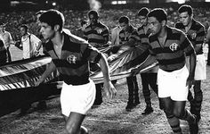 In late 1968, Garrincha was hired and has started to play for Flamengo, but the expectation that he could play the entire following season failed. He made his last appearance for Flamengo on 12 April 1969, with 20 games (mainly friendly) and 4 goals scored. 4 official matchs, 0 goal.