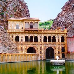 Galtaji is an ancient Hindu pilgrimage site in the town of Khania-Balaji, about 10km away from Jaipur, in the state of Rajasthan, India. #Rajasthan #India #TheSmartShop