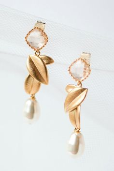 Botanical bridal earrings for a vintage inspired wedding in Baltimore // Blush and Gold Leaves Bridal Earrings handmade in Maryland by J'Adorn Designs bridal accessories Classic Wedding Inspiration, Bohemian Wedding Inspiration, Bridal Accessories, Wedding Jewelry, Luxe Wedding, Handcrafted Jewelry, Earrings Handmade, Diy Earrings, Hippie Bride