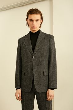 Sandro Fall 2019 Menswear Fashion Show Collection: See the complete Sandro Fall 2019 Menswear collection. Look 20 Smart Casual Suit, Men Casual, Fashion Shoot, Editorial Fashion, Young T, Fitted Suit, Mens Fall, Fashion Show Collection, Sandro