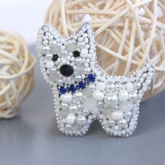 Bead Embroidery Patterns, Bead Embroidery Jewelry, Beaded Jewelry Patterns, Beaded Embroidery, Beaded Brooch, Crystal Brooch, Sequin Crafts, Pearl Headband, Beaded Animals