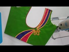 This video shows the beautiful back neck blouse stitching in a very easy way. Simple Blouse Designs, Stylish Blouse Design, Fancy Blouse Designs, Bridal Blouse Designs, Dress Designs, Churidhar Neck Designs, Salwar Neck Designs, Blouse Neck Designs, Blouse Styles