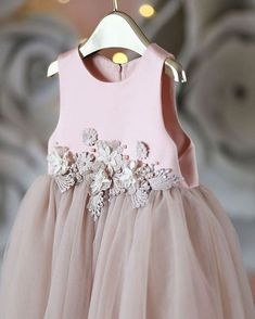 65 ideas for flowers girl pajes Little Dresses, Little Girl Dresses, Cute Dresses, Girls Dresses, Flower Girl Dresses, Flower Girls, Little Girl Fashion, Kids Fashion, Dress Anak
