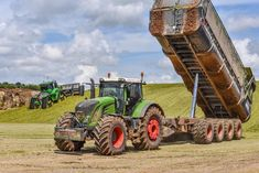 Fendt - Everything you need to know about farming Quito, New Tractor, Farmall Tractors, Agriculture Farming, Engin, New Holland, Semi Trucks, Transportation, Arduino