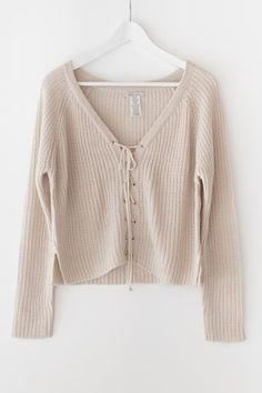- Nude oversized front lace-up sweater - Chunky sweater knit material - Slightly cropped fit - Size S/M has a total length of approx. Fall Outfits, Casual Outfits, Cute Outfits, Fashion Outfits, Crops Tops, Love Street Apparel, Lace Sweater, Winter Looks, Mode Inspiration