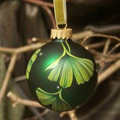 gingko things! All Things Christmas, Diy Christmas, Christmas Bulbs, Maidenhair Tree, Winter Solstice, Fantasy Artwork, Plant Decor, Nature Photos, Tattoo Ideas