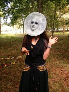 Virginia as The Moon. Photo by Ruth Olley (via The Hermitage) Halloween Cosplay, Halloween Costumes, Moon Costume, Cerámica Ideas, Diy Masque, Maquillage Halloween, Masks Art, Costume Makeup, Diy Costumes
