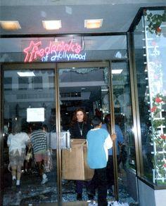 Los Angeles Riots, 1992 (17093440842) - Лос-анджелесский бунт — Википедия Outdoor Decor, Home Decor, Decoration Home, Room Decor, Home Interior Design, Home Decoration, Interior Design