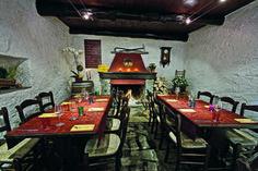 Les 10 meilleurs grotti d'Ascona-Locarno Winter Destinations, Honeymoon Destinations, Table En Granit, Switzerland Travel Guide, Les Cascades, Beaux Villages, Zermatt, Swiss Alps, Plan Your Trip