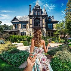 the historic Rhine House with @natalyosmann for the wine tasting tour we had while roaming the #Napa Valley.