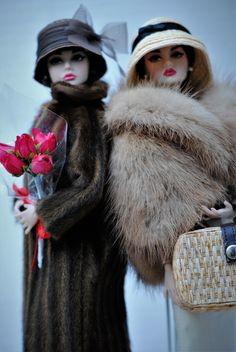 Barbie dolls wearing fur and take over the world! Beanie Babies, Chic Chic, Fashion Royalty Dolls, Fashion Dolls, Vintage Barbie, Vintage Dolls, Gatsby Girl, Diva Dolls, Poppy Parker
