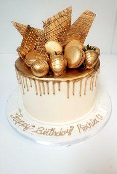 Black And Gold Birthday Cake, Golden Birthday Cakes, Gold And White Cake, White Birthday Cakes, Cupcake Birthday Cake, Beautiful Birthday Cakes, Happy Birthday Cakes, Cupcake Cakes, Bolo Glamour