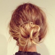 STYLE : Wear a messy bun just above the collar.