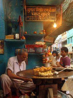 Street Food Vendor, Old Delhi ~ http://www.myunfinishedlife.com/2013/08/old-delhi-iftar-food-walk-gastronomic.html