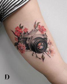 The Most Versatile Tattooist – Incredible Deborah Genchi - tatoo - kamera