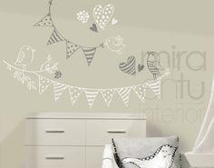 vinilo banderines y pájaros | Vinilos decorativos para habitaciones infantiles Nursery Room, Baby Room, Nursery Decor, School Decorations, Kids Decor, Home Decor, Girls Bedroom, Playroom, Baby Kids