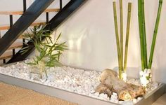 21 Inspiring Under Stairs Pebble Garden Ideas -Get the inspiration you need to plan your own indoor pebble garden for under your staircase. Jardim Zen Interior, Interior Garden, Indoor Zen Garden, Balcony Garden, Office Zen Garden, Garden Villa, Garden Web, Garden Cottage, Garden Homes