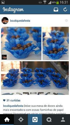 Forminhas de papel com amendoim de chocolate