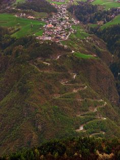 Road to Steinegg/Collepietra, Italy by Łukasz Karolak, via Flickr