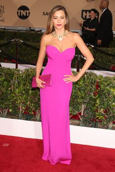 2016 SAG Awards: SOFIA VERGARA In custom Vera Wang. HarpersBAZAAR.com