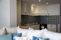 Post: Hogares de nuestros lectores – Piso de vacaciones en Málaga --> decoración interiores, decoración salones, diseño interiores, distribución habitaciones, estilo nórdico mediterráneo, interiorismo, Piso de vacaciones, planta abierta, reformas interiores pisos
