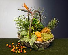 preciosa cesta de frutas y plantas