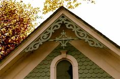 Victorian Architecture, creating style of the Gothic Revival which typically look the excersise made from a syrupy part to just one of better exactitude. Victorian Porch, Folk Victorian, Victorian Farmhouse, Victorian Cottage, Victorian Design, Victorian Homes, Victorian Interiors, Exterior Trim, Exterior Colors