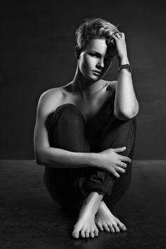 #томскаяюлия#женщинытомской#tomboy#rubyrose#madisonpaige#yuliatomskaya#androgyneous#blacknwhite#model#russianmodel#minumalism#naiveart#love#britain#mylife#myhistory#mycentury
