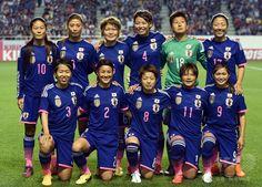 女子サッカー国際親善試合、日本対イタリア。試合開始前の写真撮影に臨む日本代表(2015年5月28日撮影)。(c)AFP/TOSHIFUMI KITAMURA ▼29May2015AFP|なでしこジャパン、イタリア退けW杯連覇にはずみ 国際親善試合 http://www.afpbb.com/articles/-/3050160 #friendly_match_Japan_Italy #Japan_womens_national_football_team