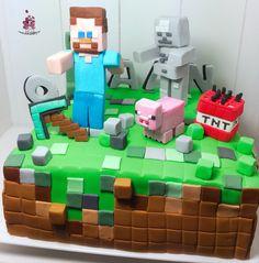 HET populaire spel dat bijna iedere jongen kent en speelt: Minecraft. Daan wilde dan ook een Minecraft taart voor zijn 9e verjaardag. Van harte gefeliciteerd Brenda en Arjen Bakker! This Minecraft cake is for 9 year old Daan, who loves to play it obviously. Have a wonderful birthday! https://www.flickr.com/photos/bibisbakerynl/16331901656/ https://www.facebook.com/bibisbakery.nl?ref=hl #bibisbakery