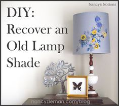 DIY project: Recover an old lamp shade. Sewing Hacks, Sewing Projects, Diy Projects, Sewing Tips, Sewing Ideas, Embroidery Patterns, Machine Embroidery, Country Lamps, Old Lamp Shades