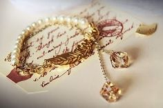 Feather and pearl bracelet from Midori's Clover blog