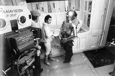 In February actor Peter Mayhew, who embodies Chewbacca in Star Wars saga, published some rare cliches shoot on the set in the He shared some intense Peter Mayhew, Chewbacca, Princesa Leia, Carrie Fisher, Frances Fisher, Luke Skywalker, Indie Games, Rare Photos, Photos Du