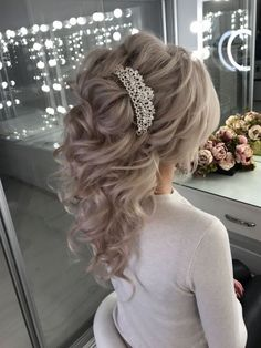 Hairstyles Wedding Blonde Ideas And Tips - headband hairstyles wedding,headband hairstyles wedding guest,leaf headband wedding hairstyles Unique Wedding Hairstyles, Wedding Makeup Tips, Bride Makeup, Elegant Wedding Hair, Hair Wedding, Trendy Wedding, Boho Wedding, Wedding Hair Inspiration, Stylish Hair