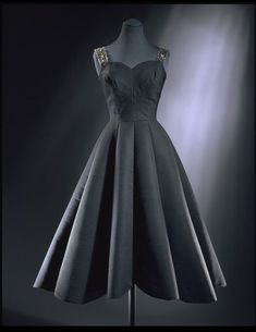 Esarly 1950s, England - Cocktail dress by Norman Hartnell - Silk and wool faille lined with horsehair, embroidered with sequins and diamanté