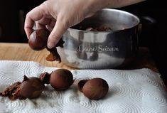 Ouă vopsite cu coji de ceapă|Ouă decorate cu frunze și vopsite cu ceapă Napkin Rings, Napkins, Fine Dining, Towels, Dinner Napkins, Napkin Holders
