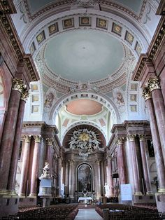 Szombathely, interior of the cathedral. Worship God, Place Of Worship, All Over The World, Around The Worlds, Budapest Hungary, Barcelona Cathedral, Interior And Exterior, Europe, Mosques