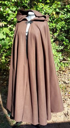 Dark Brown Long Cloak - Full Circle Fleece Medieval Renaissance Hooded Cloak - Costume Cape with hoo Medieval Cloak, Mode Kpop, Fantasy Dress, Hijab Fashion, Steampunk Fashion, Gothic Fashion, Look Cool, Vintage Dresses, Hoods