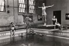 Swimming lessons are part of these undergraduates' curriculum at Tulane University in New Orleans, April National Geographic. Black And White People, Black White Photos, Black And White Photography, National Geographic Archives, National Geographic Images, Vintage Photography, Amazing Photography, Food Photography, Cultures Du Monde