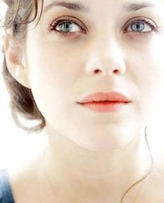 Marion Cotillard ♥ there's just something so naturally beautiful about her, maybe it's the way she talks. One of the best french actress in the world but also one of the woman with the best style. Pure beauty. I love watching her.