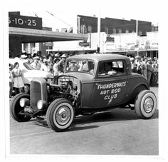 Photograph of an entry in the Rodeo Parade sponsored by the Thunderbolts Hot Rod Club of Taylor. 1932 Ford owned by Roy P. Seggern & James A. Vintage Trucks, Vintage Racing, Vintage Auto, Classic Hot Rod, Classic Cars, Old Hot Rods, Traditional Hot Rod, Classic Chevy Trucks, Custom Cars