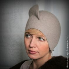 Дамская шляпка `Метель. Сумерки`. Элегантная теплая зимняя шляпка из мериноса ручной работы. Благородный оттенок серого жемчуга подходит практически к любому цвету одежды. Модель с закрытыми ушками  позволит вам забыть о морозах и ветрах.