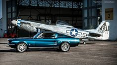 1967 Ford Mustang Fastback et 1944 Nord-Américain P-51 d mustang