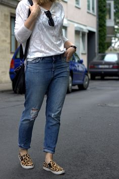 Leo Slip Ons Girlfriend Jeans Outfit
