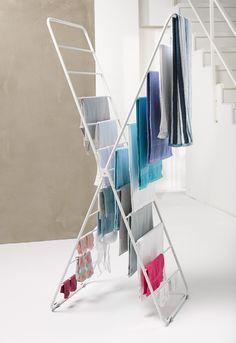 Der X-dryer lässt sich auch vollbehangen zusammenklappen und die Treppe hochtragen - ganz schön praktisch!