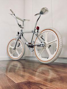 Vintage Bmx Bikes, Vintage Skateboards, Vintage Cycles, Skyway Bmx, Haro Bmx, Bmx Cruiser, Old Scool, Bmx Street, Bmx Freestyle